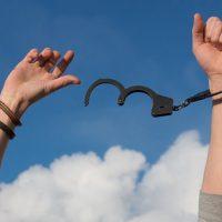 """אדם חזק הוא זה שמפסיק """"להיראות"""" חזק"""